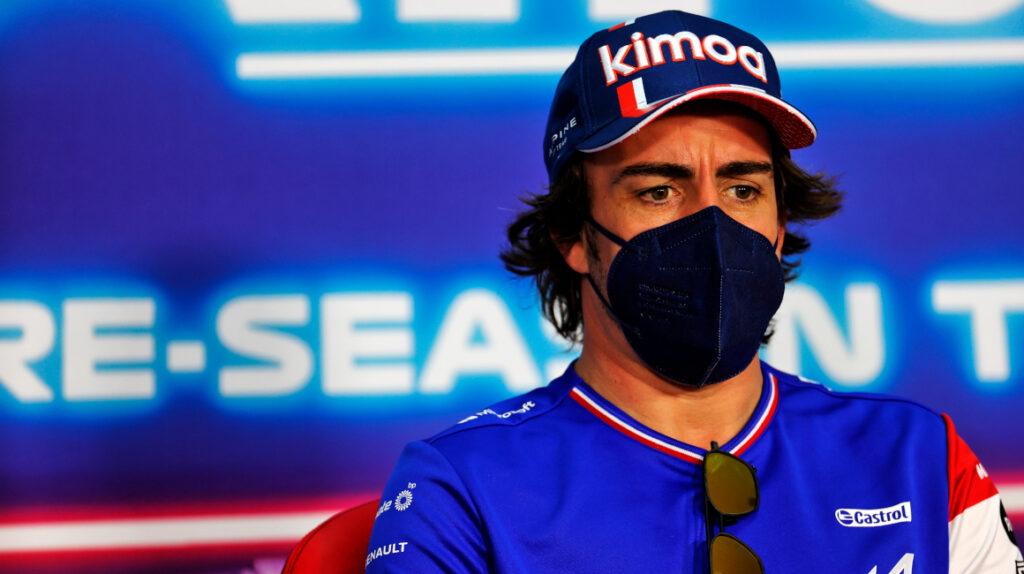 Fernando Alonso completó 128 vueltas en su primer día con el Alpine