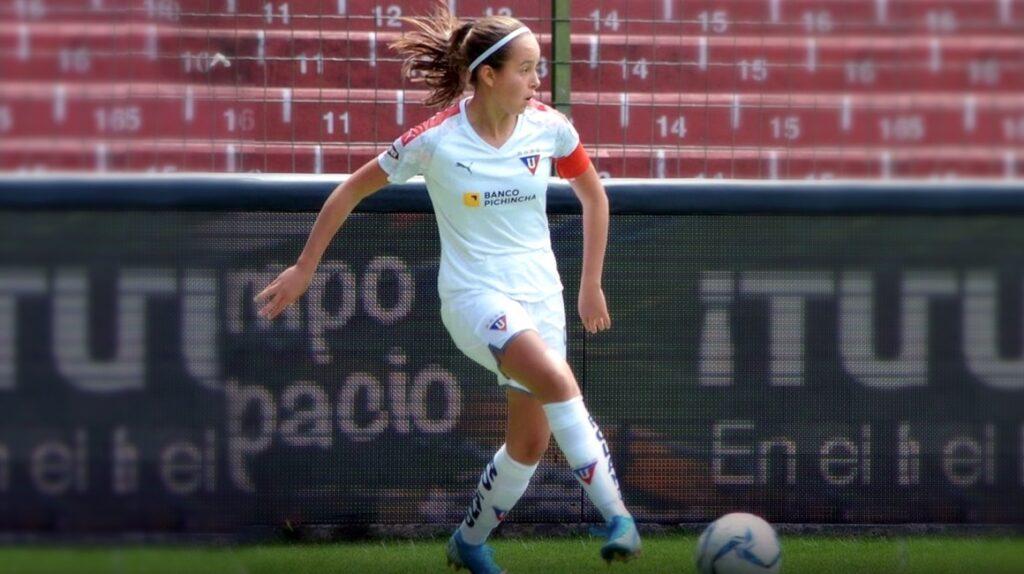 A sus 16 años, Arella Jácome sueña con jugar en el FC Barcelona femenino