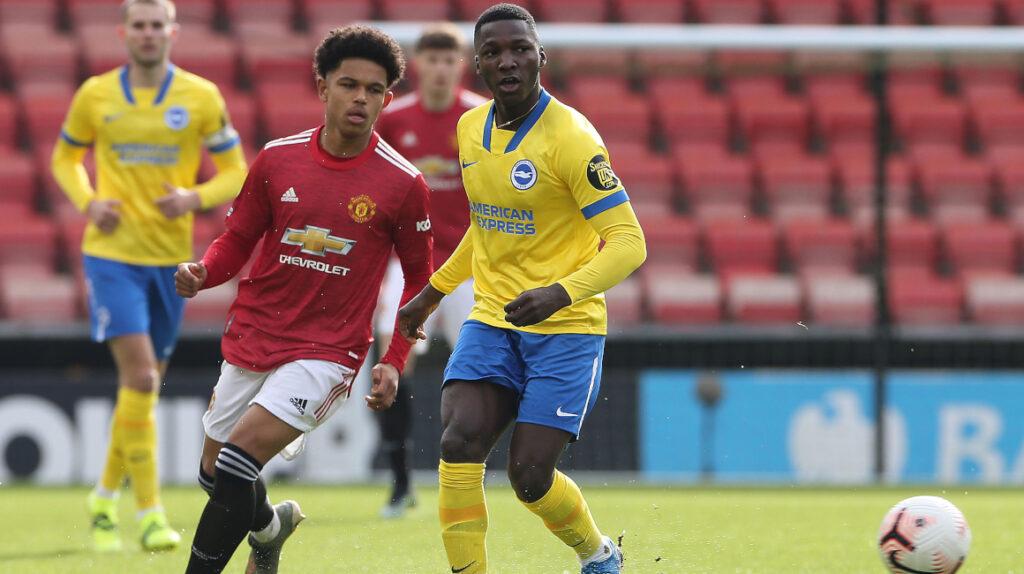 Moisés Caicedo, titular con el Brighton Sub 23 ante el Manchester United