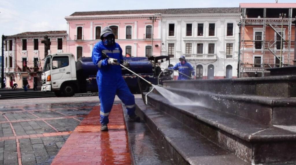 Quito: 302 espacios públicos se han convertido en 'puntos húmedos'