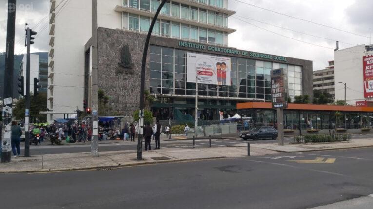 Una vista del edificio del IESS, en el centro norte de Quito, el 23 de febrero de 2021.