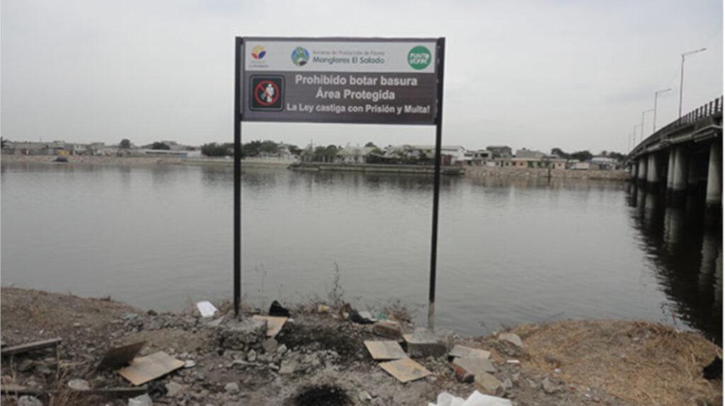 Limpieza de canales en estero de Guayaquil depende de la Armada