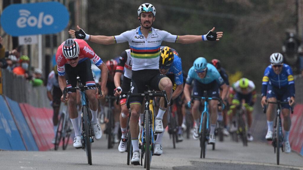 Julian Alaphilippe se impone en la Etapa 2 de la Tirreno Adriático