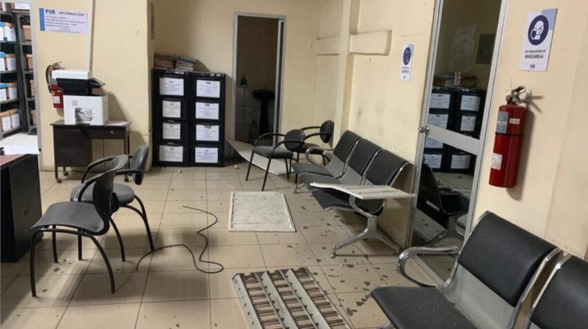 Dos artefactos explosivos provocaron daños en la Fiscalía de El Triunfo, Guayas, la madrugada del 10 de marzo de 2021.