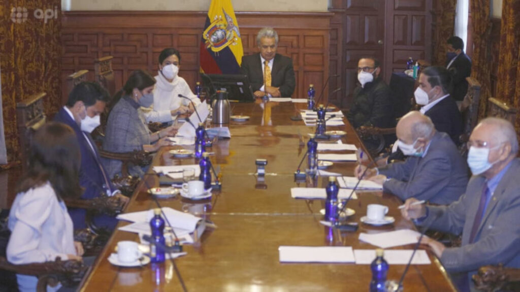 Siete funcionarios del Gobierno de Lenín Moreno han sido vacunados
