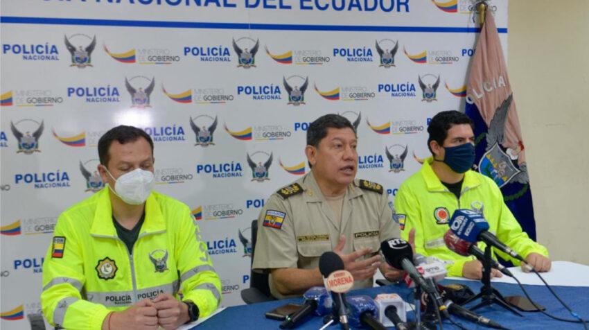 El general Ramiro Ortega, director Nacional de Investigaciones, dio detalles sobre la captura de 9 personas relacionas con supuestos delitos en el SRI de Guayaquil.