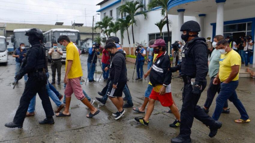 Al menos nueve personas fueron detenidas la mañana del 9 de marzo de 2021, luego de que la Policía allanara las oficinas del SRI en Guayaquil.