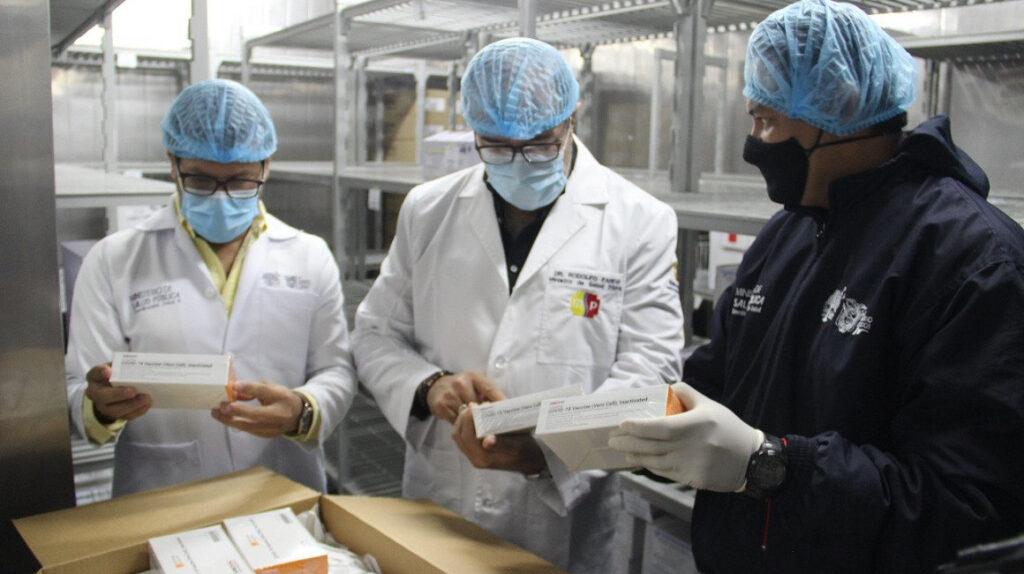 Ministerio de Salud separa a dos coordinadores por vacunación VIP