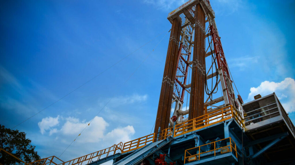La producción de petróleo estatal cayó 3,52% en enero