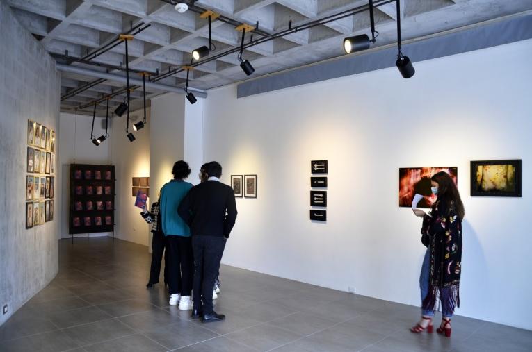 Imágenes de visitantes a la inauguración de la muestra 'Tábula Rasa', en +Arte, el pasado 27 de febrero.