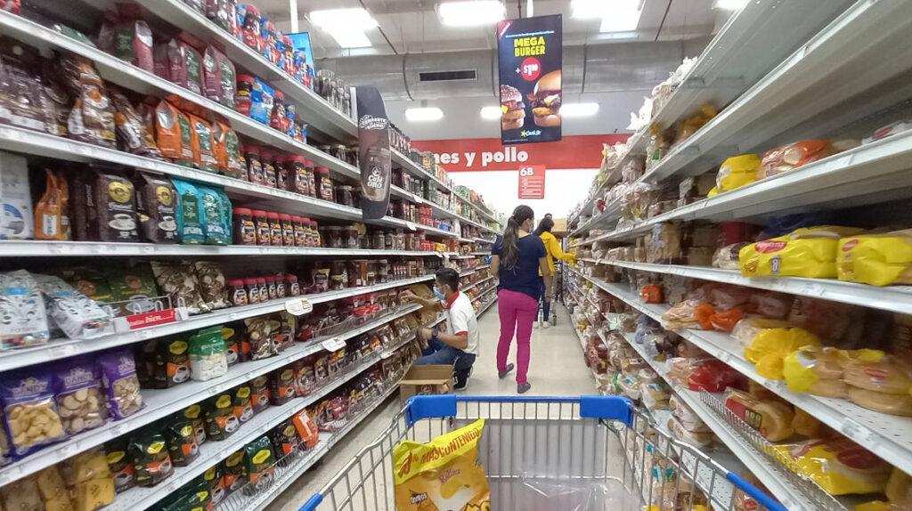 Precios caen 0,7% durante junio, Ecuador entra técnicamente en deflación
