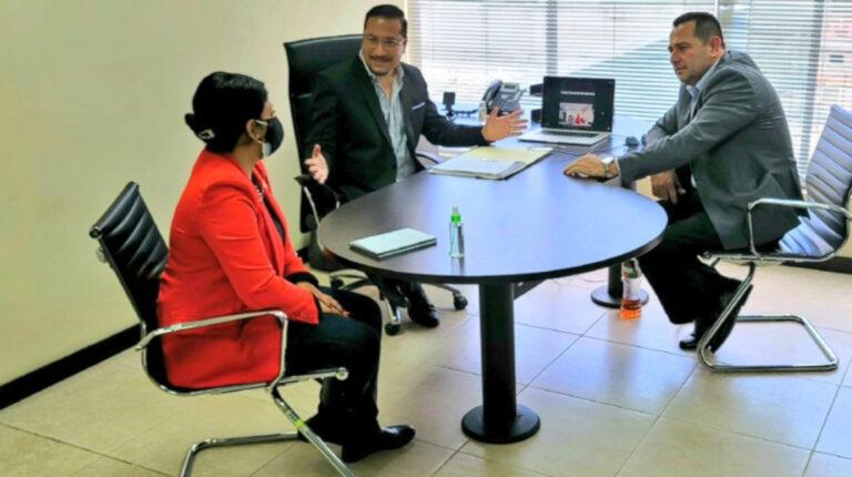 Los consejeros Ibeth Estupiñán, Hernán Ulloa y Francisco Bravo, el 20 de abril de 2021, se reunieron en Quito para discutir sobre la situación de la Contraloría