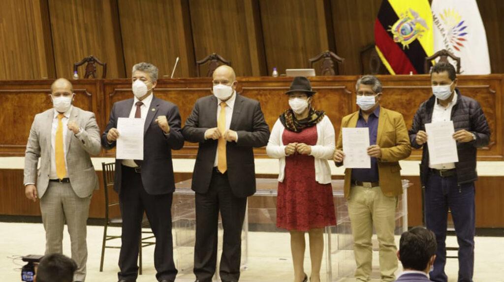 Pachakutik y la ID oficializan su acuerdo legislativo