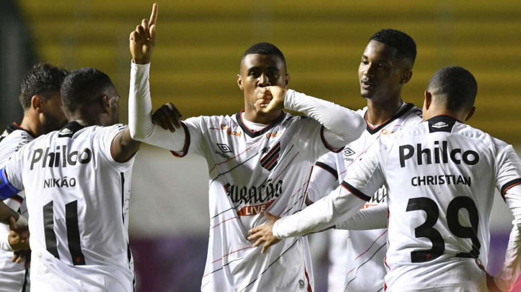 Aucas cae por la Sudamericana ante un Athletico Paranaense eficaz