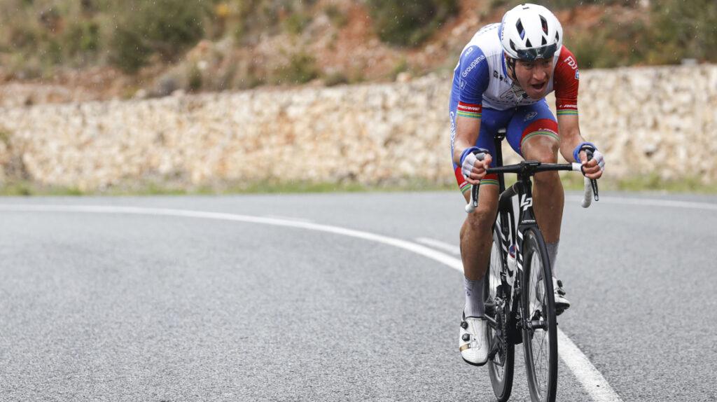 Scotson se lleva en solitario la Etapa 1 de la Vuelta a la Comunidad Valenciana