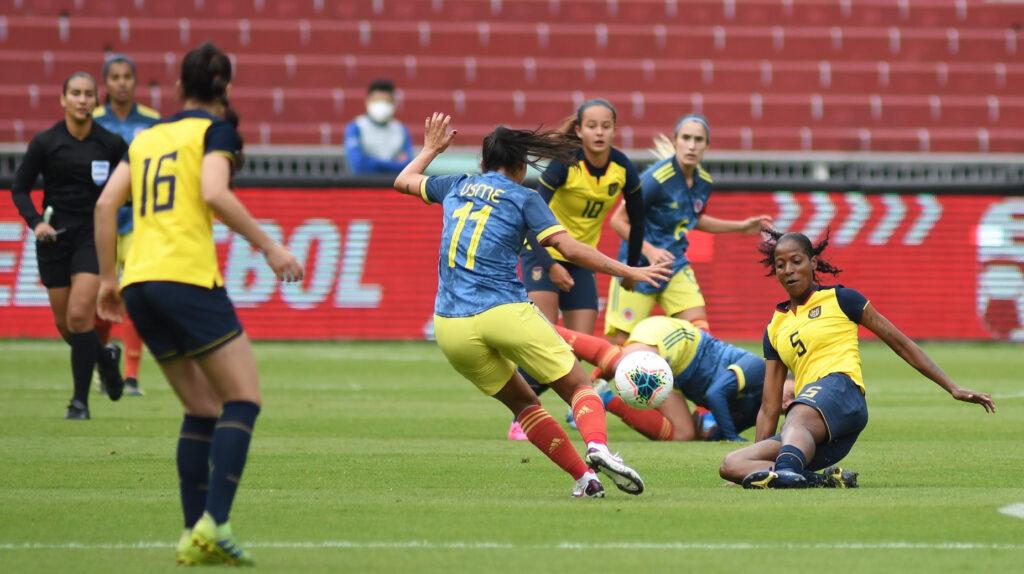 La Selección femenina pierde frente a Colombia en el Rodrigo Paz Delgado