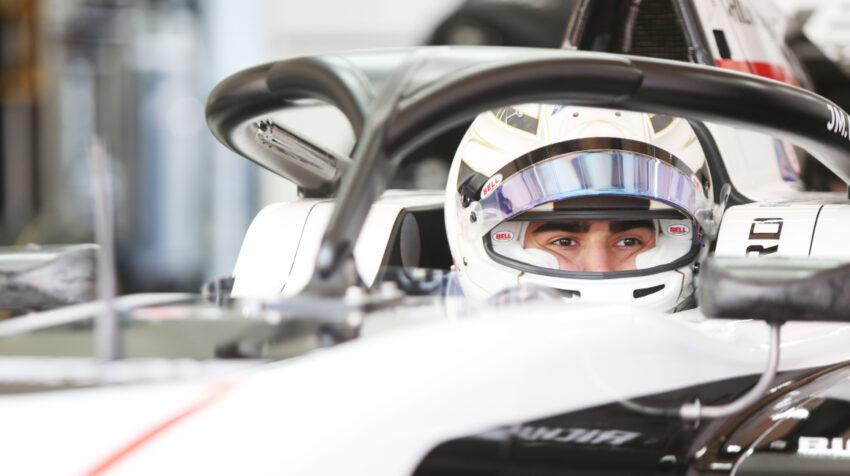 Juan Manuel Correa en el auto de ART Grand Prix, durante las pruebas de entrenamiento en Spielberg, Austria, el 4 de abril de 2021.
