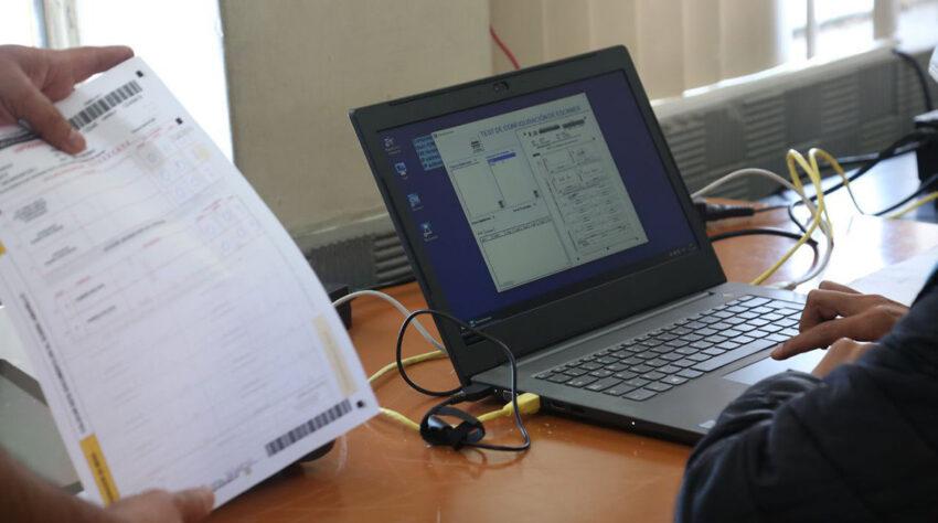 Un simulacro de la segunda vuelta electoral se llevó a cabo este 1 de abril de 2021 en el colegio Central Técnico, en Quito.
