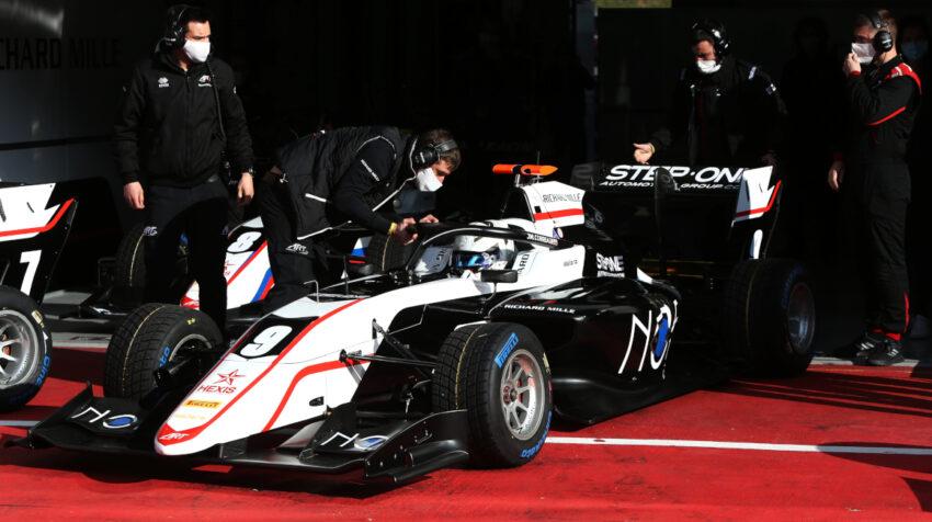 Juan Manuel Correa prueba su auto ART Grand Prix, en las sesiones libres de entrenamiento, en Spielberg, Austria, el 3 de abril de 2021.