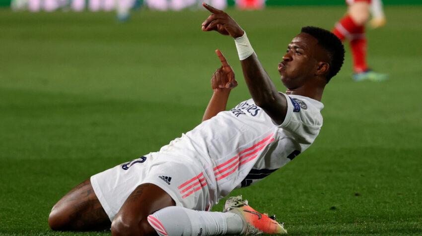 El delantero brasileño del Real Madrid, Vinicius Junior, celebra el primer gol de su equipo ante el Liverpool este martes 6 de abril de 2021.