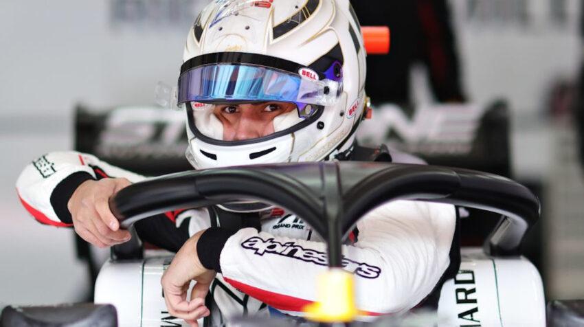 Juan Manuel Correa, piloto de la F3, con su casco tributo a Anthoine Hubert.