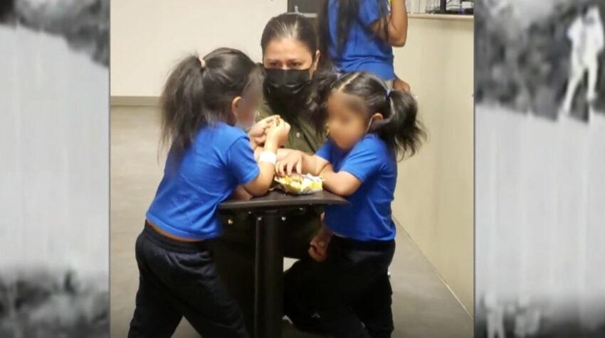 Las niñas ecuatorianas lograron comunicarse con sus padres en Nueva York.