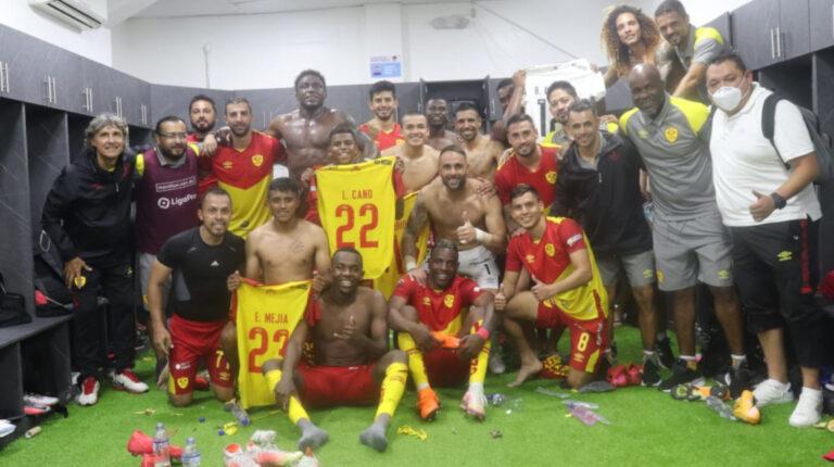 Los jugadores de Aucas celebran la victoria ante 9 de Octubre, en la Fecha 6 de la LigaPro, el domingo 4 de abril de 2021.
