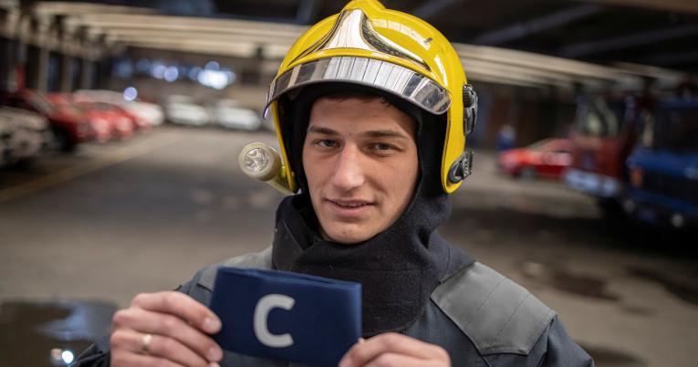Djordje Vukicevic, el bombero que recogió la banda de capitán de Cristiano Ronaldo.