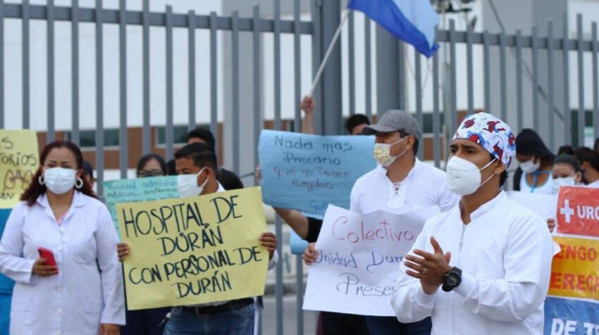 Manifestantes en las afueras del hospital de Durán el pasado 25 de mayo de 2021.
