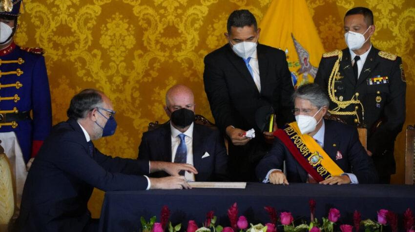 El presidente Guillermo Lasso posesiona a Iván Correa Calderón como secretario de la Administración Pública, el 24 de mayo de 2021.