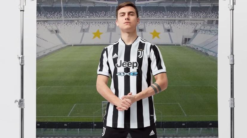 Pero el Martes 18 Dybala presentó la nueva camiseta de la Juventus y celebró 10 años de alianza con Jeep.