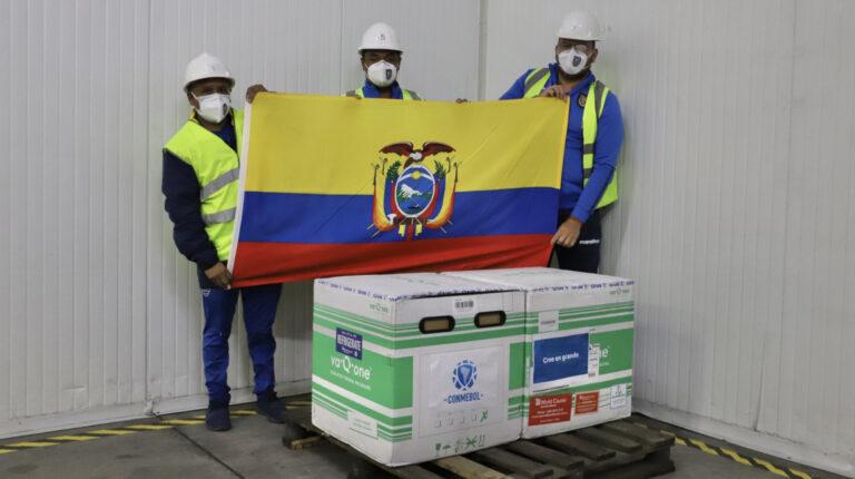 El domingo 16 de mayo, la Federación Ecuatoriana de Fútbol (FEF) recibió el lote de vacunas donadas por Sinovac.