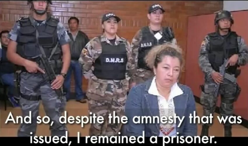 Guadalupe Llori bajo custodia policial, en 2007.