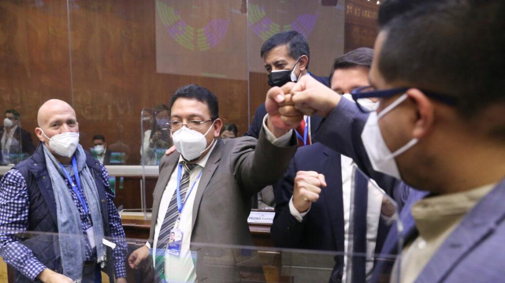 Monge renuncia a su curul en la Asamblea Nacional