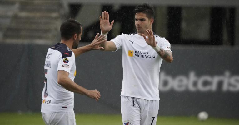 El delantero de Liga, Luis Amarilla, festeja su gol ante Independiente, por LigaPro, el sábado 8 de mayo de 2021.