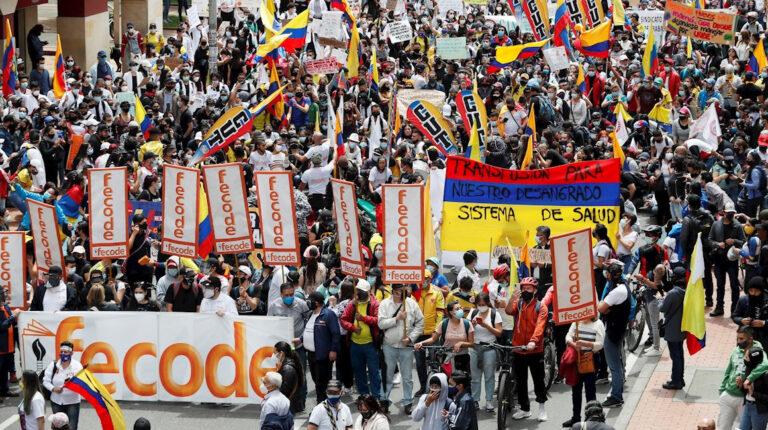 Manifestantes marchan calles nueva jornada protesta