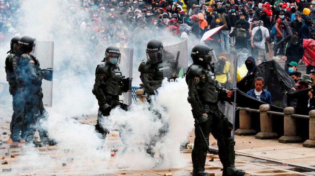 Bogotá vive noche de terror tras llamado al diálogo de presidente Duque