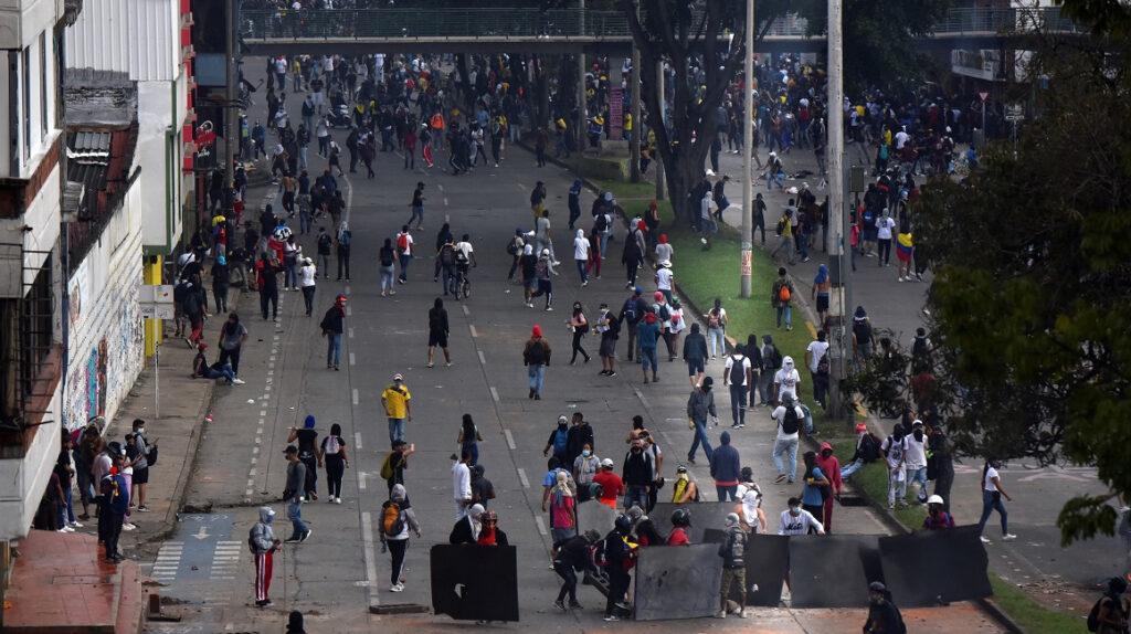 Colombia: varios fallecidos y actos vandálicos tras protestas callejeras