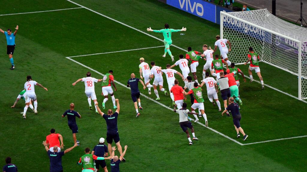 Suiza elimina al campeón del mundo en penales y avanza a cuartos de final