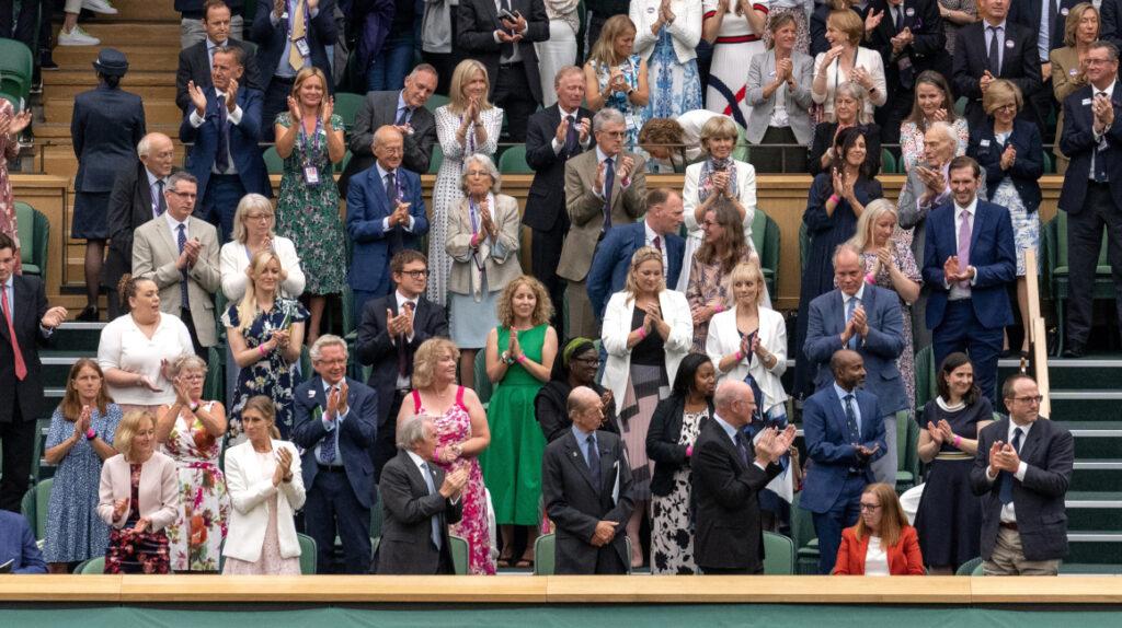 Wimbledon ovaciona a los creadores de la vacuna, presentes en el palco real