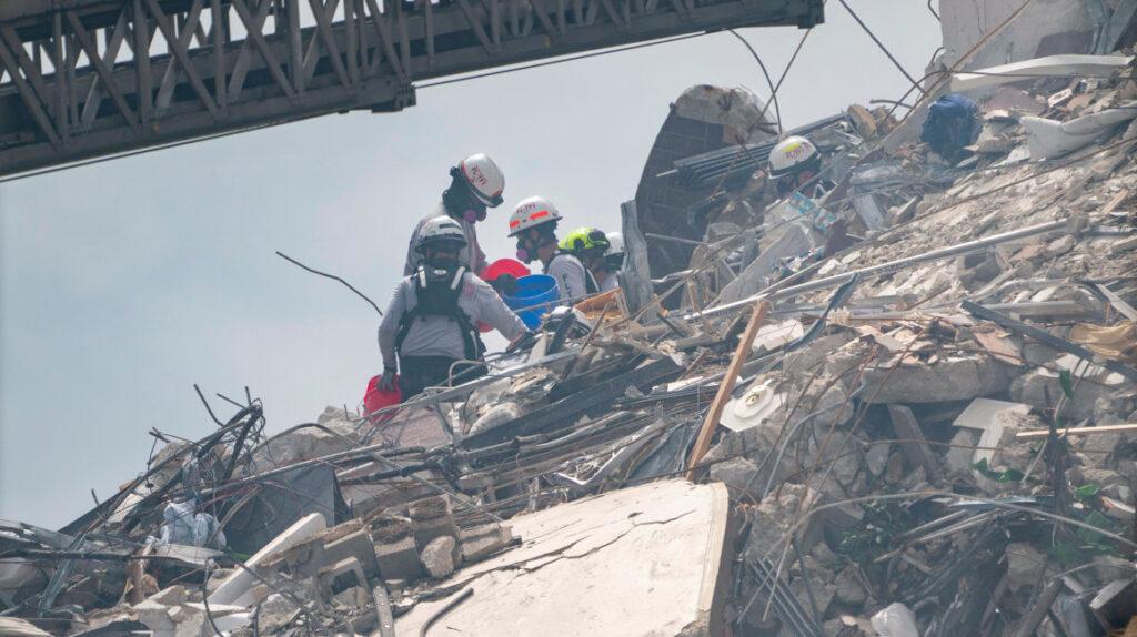 Encuentran otros 7 cuerpos en el edificio derrumbado de Florida