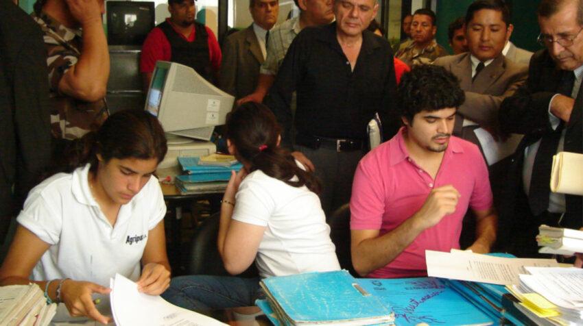 Damaris (iz), Jael y José Luis, durante una audiencia en 2009.