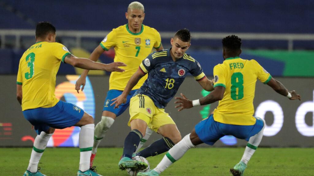 Brasil le gana en el último minuto a Colombia y clasifica a cuartos de final