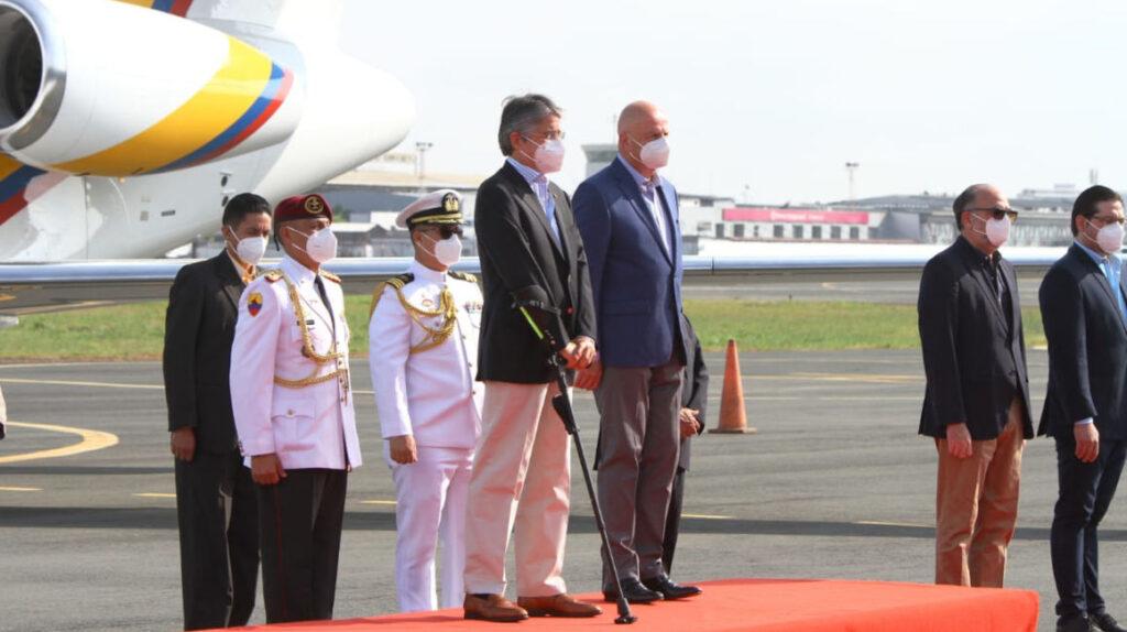Comitiva de siete personas viajará con Lasso a la posesión del presidente de Perú