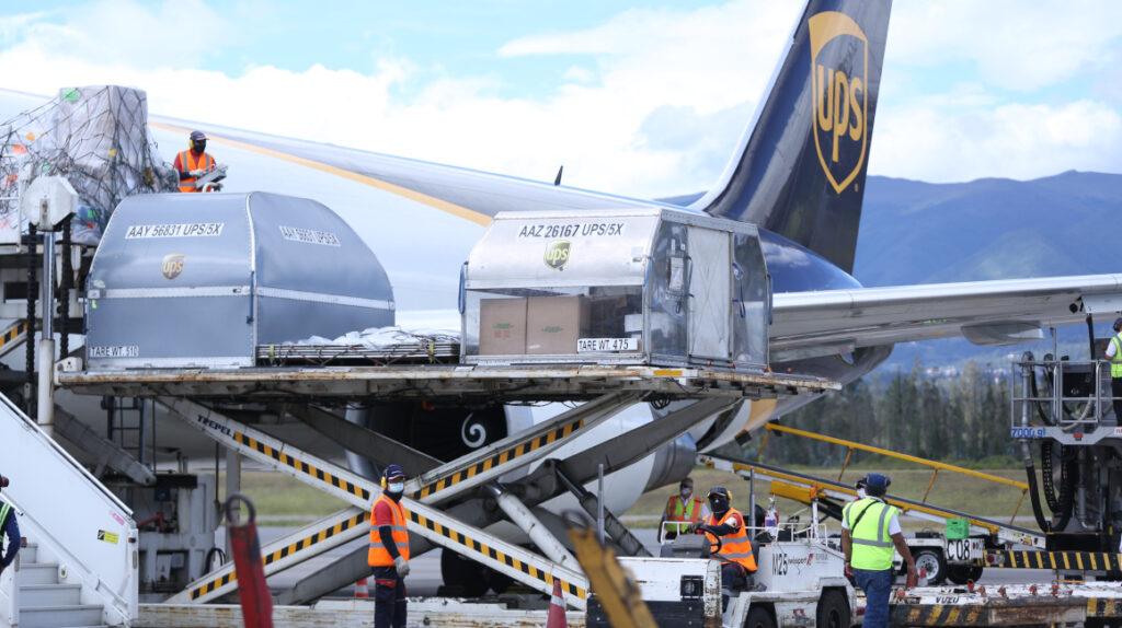 Ecuador recibe cargamento con 108.810 dosis de la vacuna de Pfizer