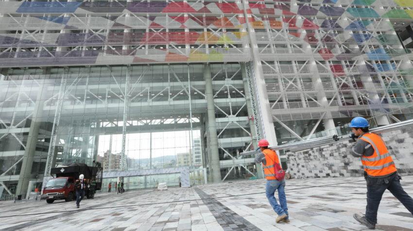 Trabajos de construcción de la Plataforma Financiera del norte de Quito, en 2017.