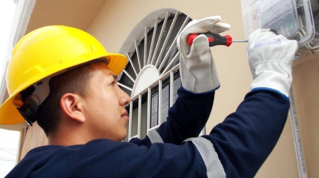 CNEL evalúa implementar medidores prepago en Guayaquil