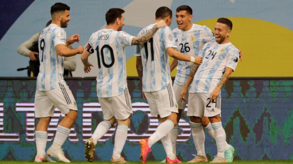 Argentina derrota a Paraguay y asegura un cupo en cuartos de final