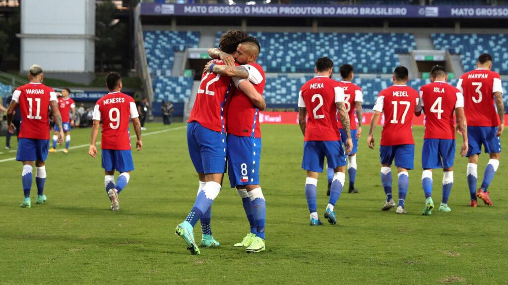 Chile consigue su primera victoria en la Copa América y lidera el Grupo A