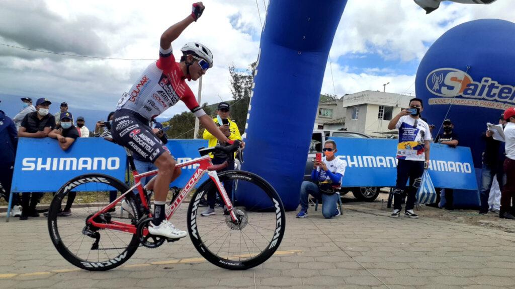Alexander Cepeda ataca en Aloburo y es el nuevo campeón nacional de ruta